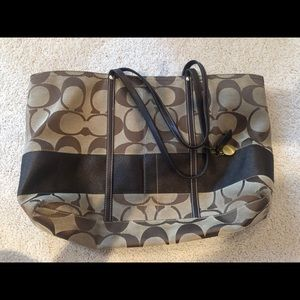 Coach signature tote handbag in amazing condition